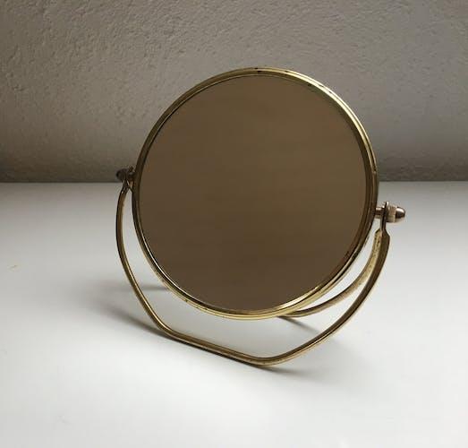 Miroir loupe pivotant en métal doré vintage 13x15cm
