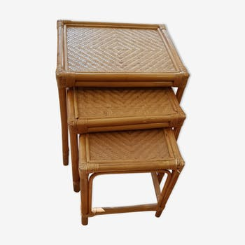 Pull-out tables in rattan