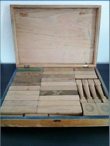 Ancien jeu de construction en bois nouvelle architecture française