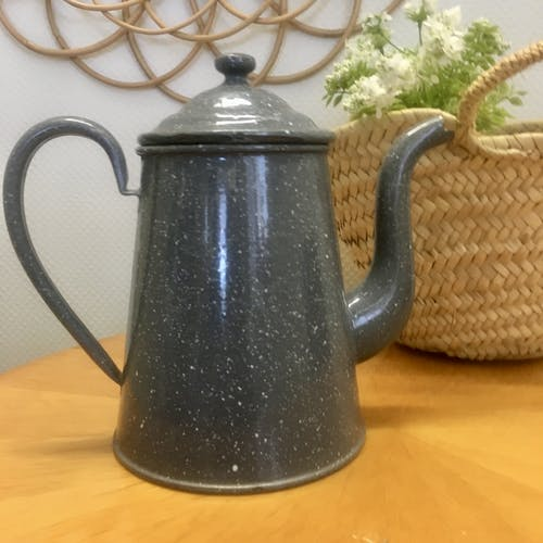 Grey enamelled tin cafeteria