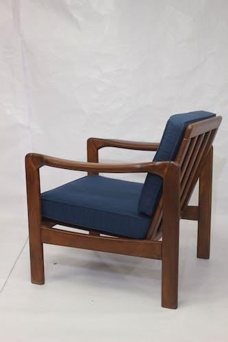 Fauteuil style scandinave années 60, en tissu bleu