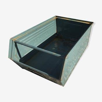Shafer metal locker