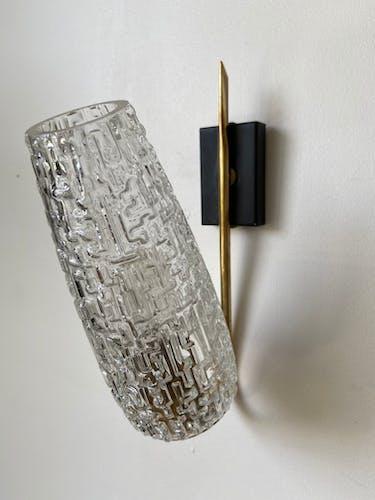 Applique murale en métal doré et verre ciselé