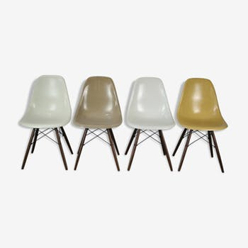 4 DSW chairs by Charles & Ray Eames by Herman Miller
