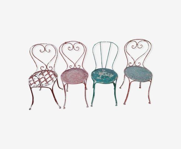 Lot de 4 chaises de jardin dépareillées anciennes