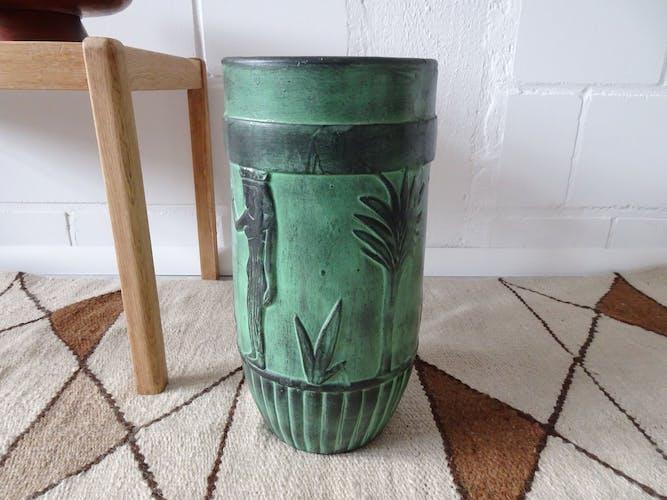 Vase green black