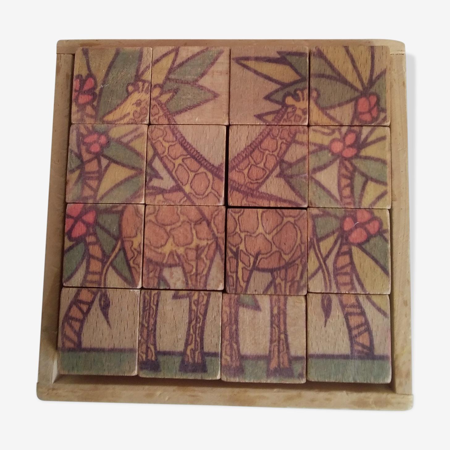 Cube en bois ancien