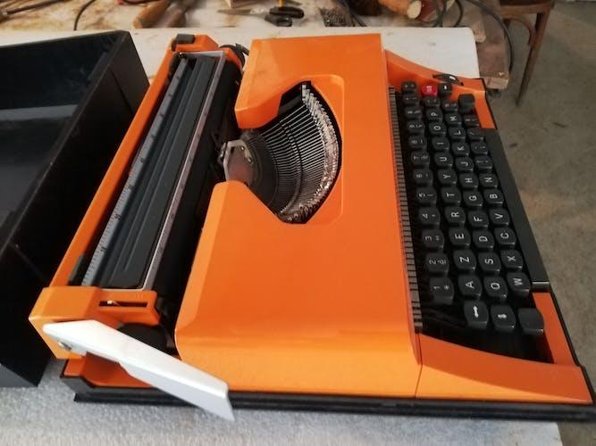 Machine à écrire 1970 orange