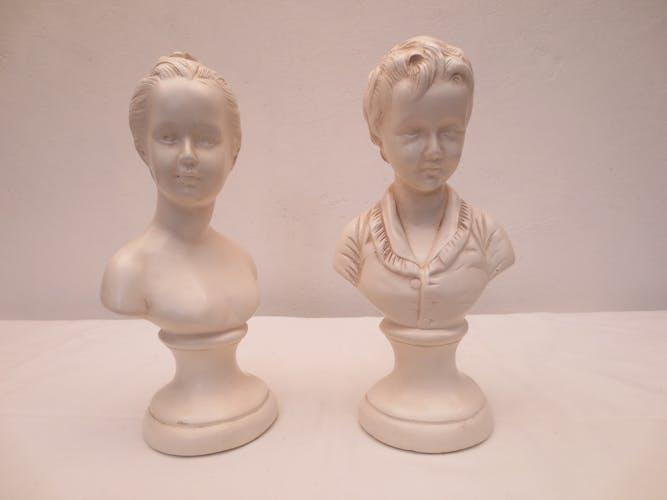 Duo de bustes d'enfants fille et garçon en platre blanc