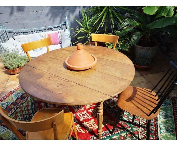 Table ronde en chêne pieds fuselés avec rallonges