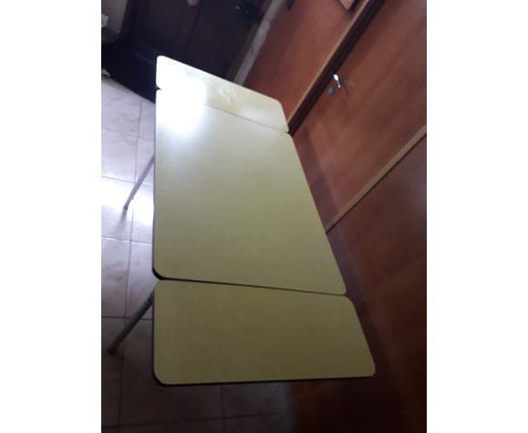 Table en formica jaune vintage