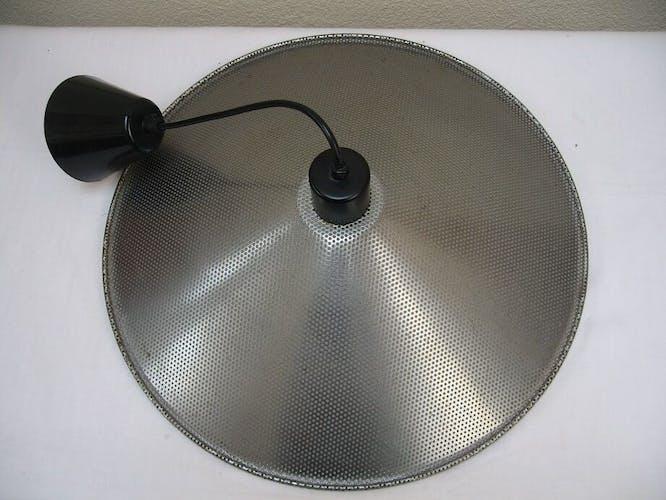 Suspension en métal