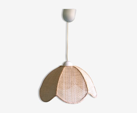 Hanging lamp form flower in raffia