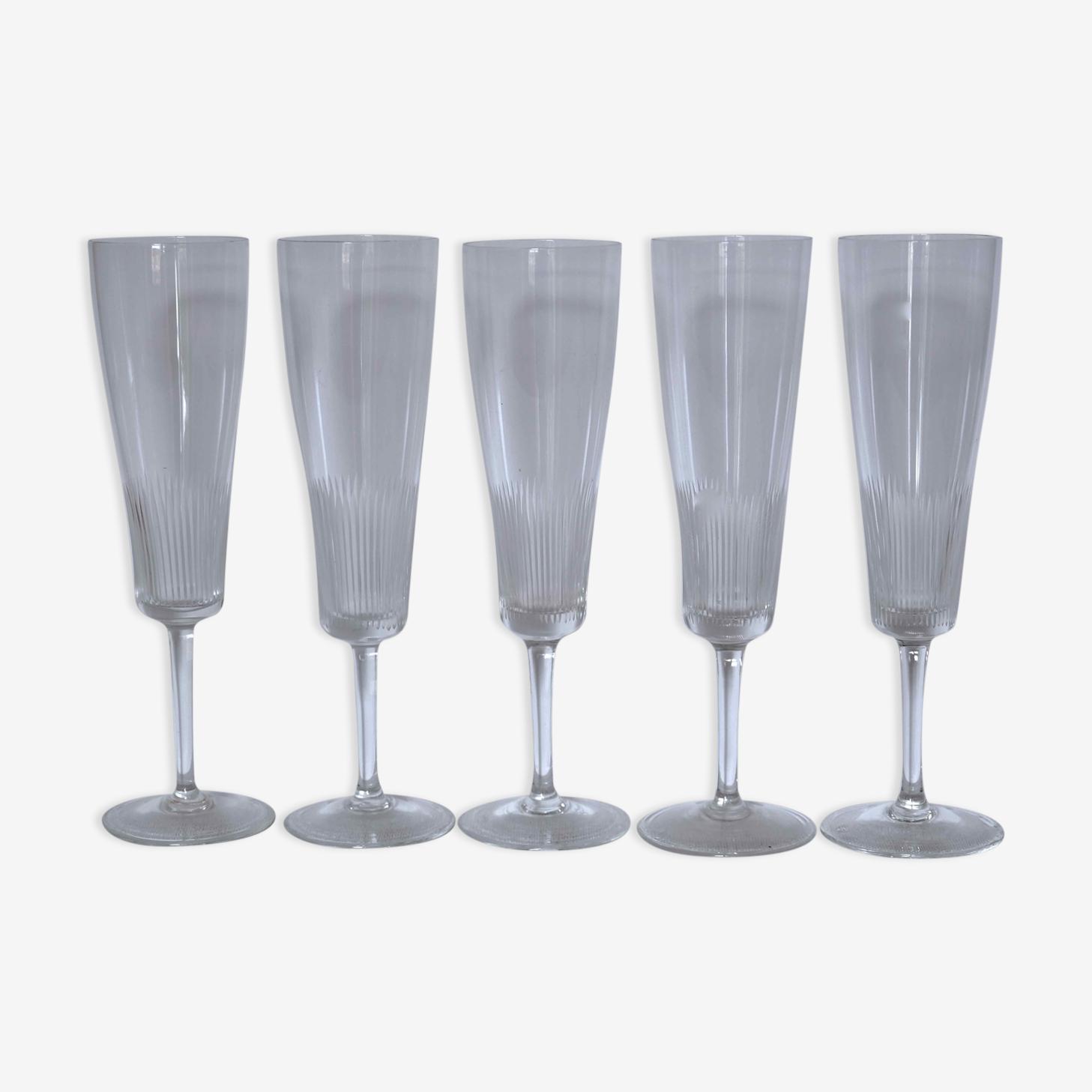 Série de 5 flûtes à champagne en cristal ancien fin