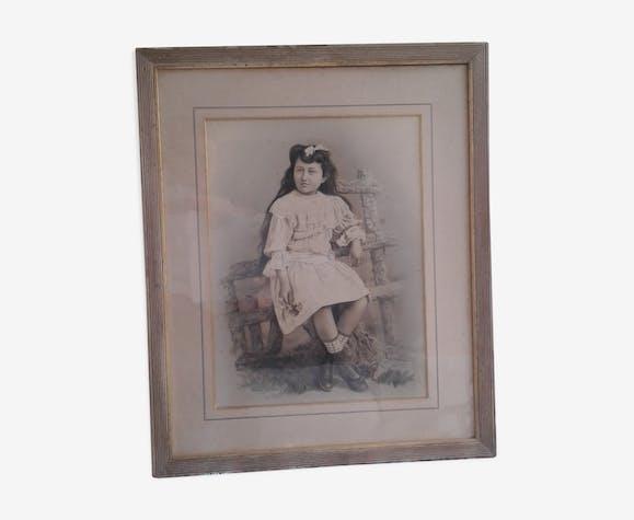 Photographie ancienne rehaussée, jeune fille aux bottines