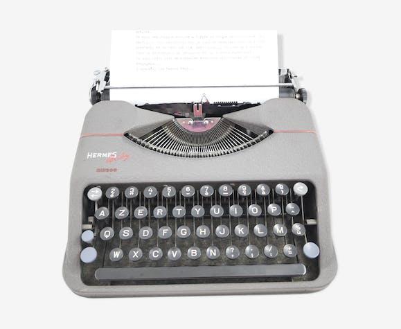 Machine à écrire Hermes Baby verte vintage révisée avec ruban neuf années 50