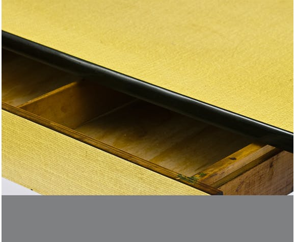 Table jaune Formica