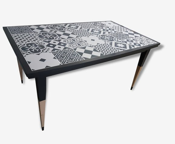 table carreaux de ciment bois mat riau gris design. Black Bedroom Furniture Sets. Home Design Ideas