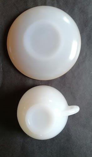 6 tasses en opaline blanche arcopal