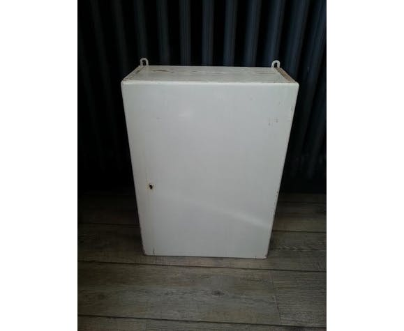 Locker storage bath