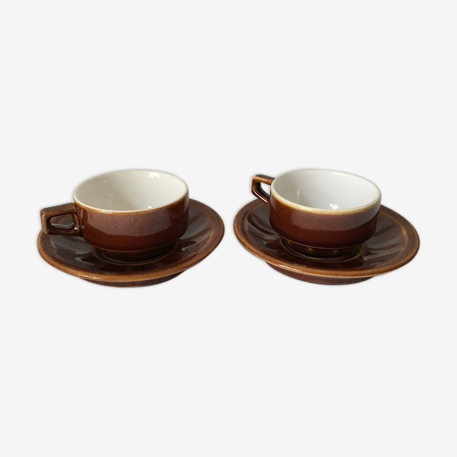 Deux tasses café et sous tasses style bistrot