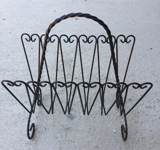 Porte revues en fer forgé noir