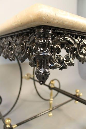 Table de boucher et dessus en marbre
