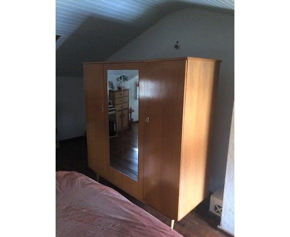 4-door cabinet 2 mirrors