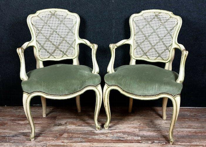Paire de fauteuils cabriolet Louis XV en bois laqué