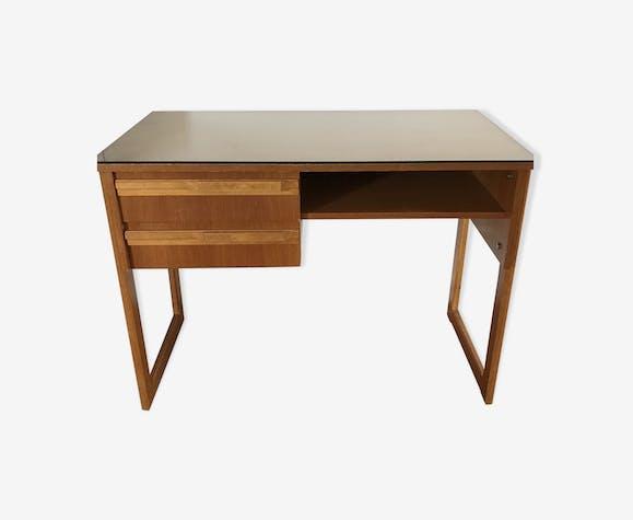 Bureau de style scandinave bois matériau bois couleur