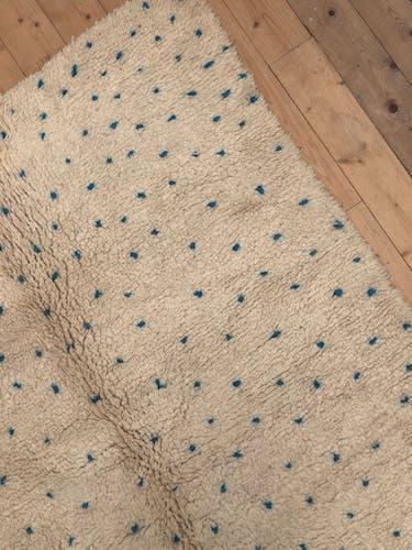 Tapis berbère Beni Ouarain à pois bleu turquoise 2,47X1,60m