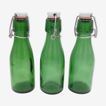 Suite de 3 petites bouteilles