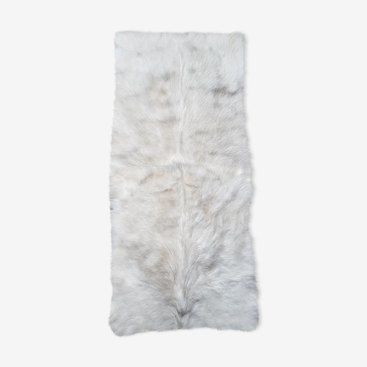Descente de lit en peau de chevre