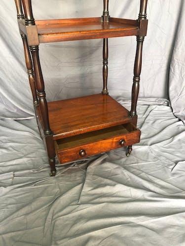 Étagère anglais en acajou, XIXe siècle