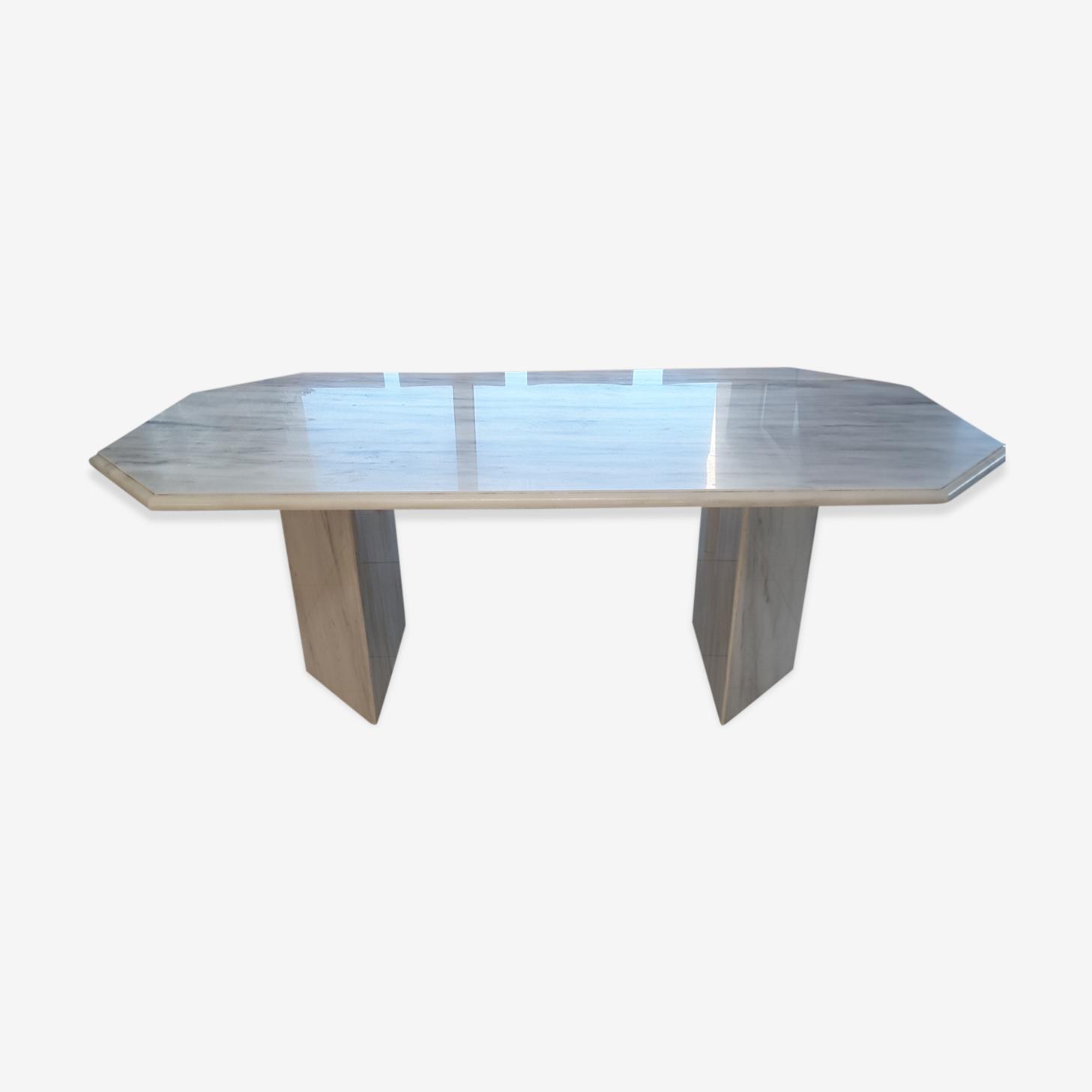 Carrara marble table