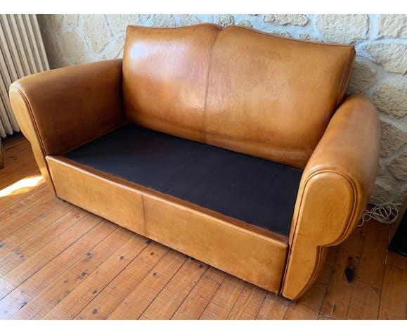 Canapé club moustache en cuir