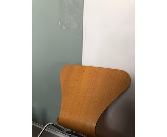 """Chaise """"papillon"""" Serie 7 par Arne Jacobsen"""