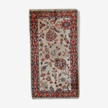 Carpet vintage Pakistani Lahore done hand 77 x 141 cm from the 1950s