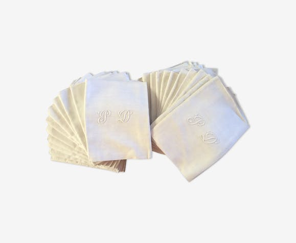 Suite of 22 monogrammed canvas napkins