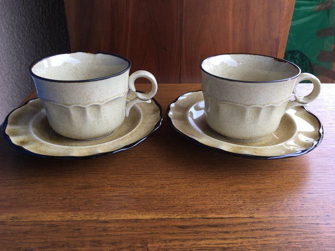 Set of two cups