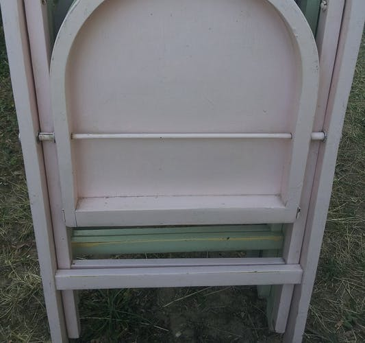 Lot of 5 wooden chairs