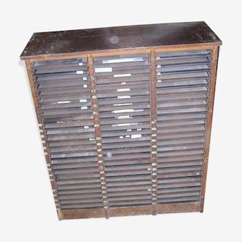 Meuble d'imprimerie ancien en bois à 75 tiroirs métal