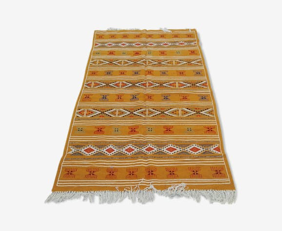 tapis kilim marocain berb re en laine jaune fait main 115x195cm laine coton jaune thnique. Black Bedroom Furniture Sets. Home Design Ideas