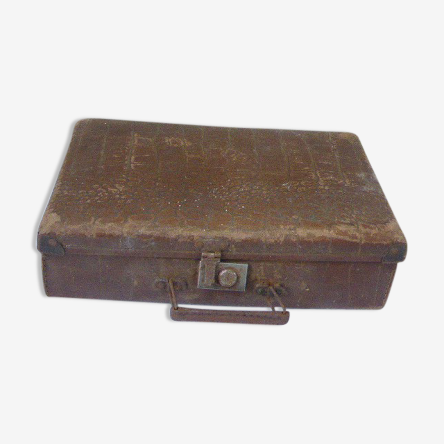 Suitcase for child in brown cardboard