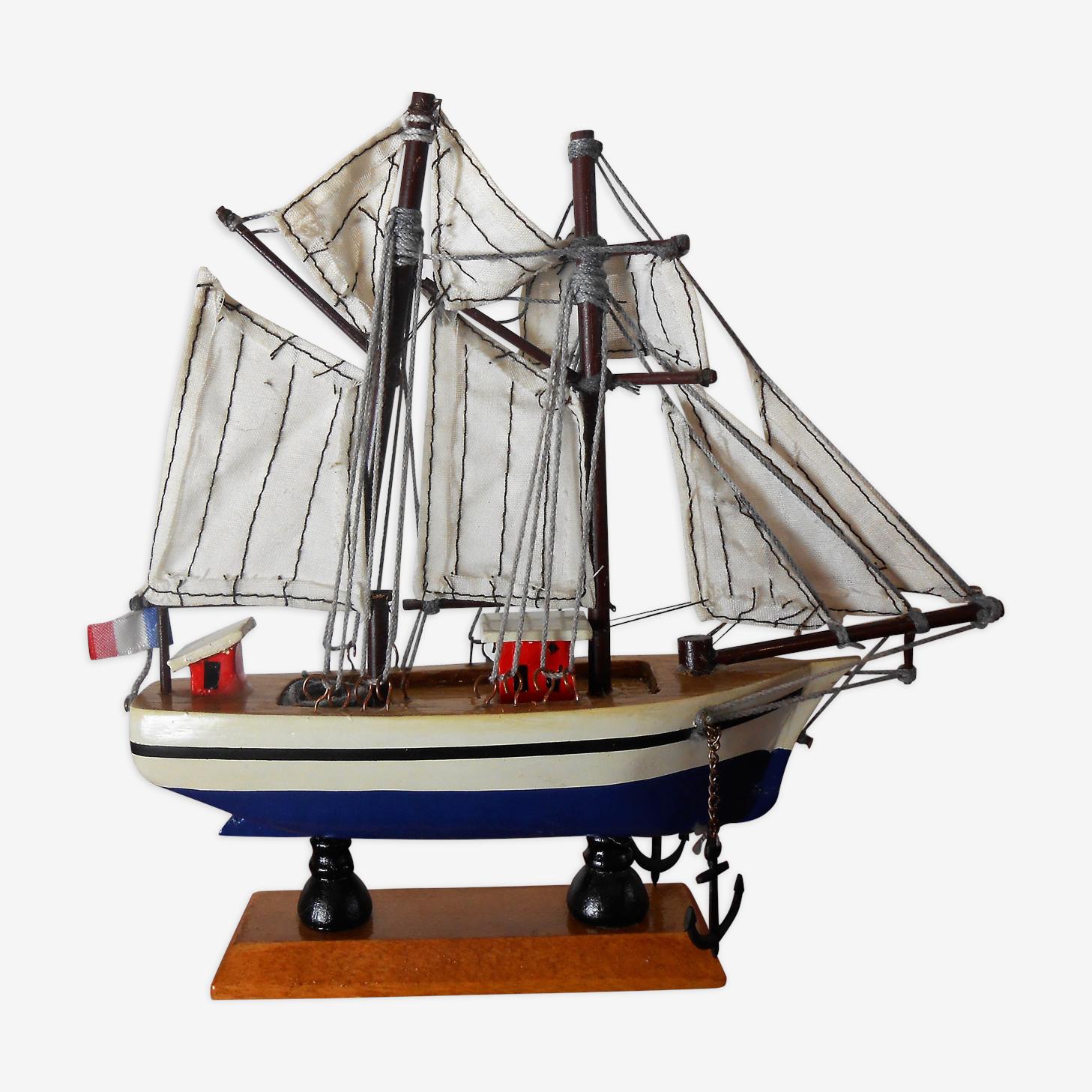 Maquette de bateau deux mâts en bois