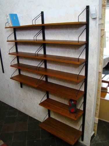 Système d'étagères en teck