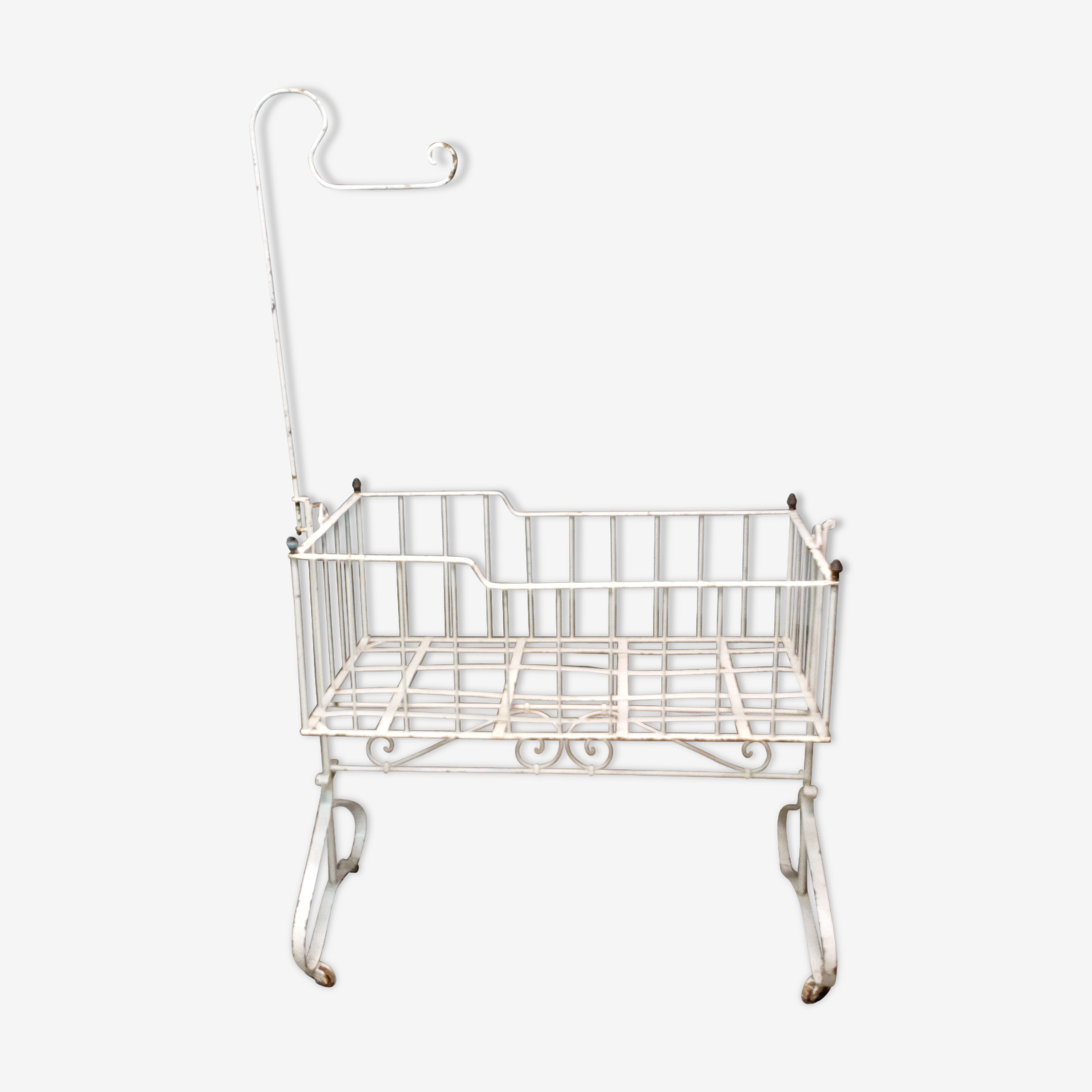 Cradle in wrought iron