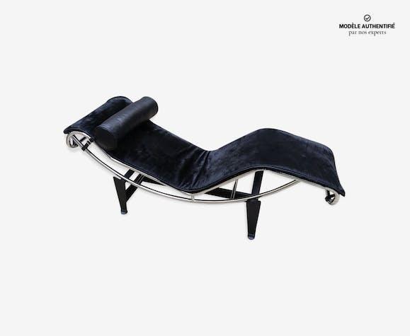 LC4 Le Corbusier chaise longue en peau de vache noir édition Cina Chaise Longue Le Corbusier Originale Cinna on