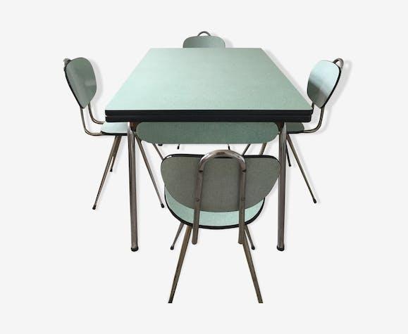 Table de cuisine vintage en formica vert pâle avec 4 chaises