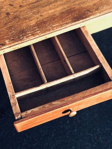 Table en bois ancienne de ferme ou d'atelier